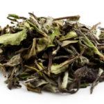 Weißer Tee ist nicht weiß, sondern eher hell gelb, weil..